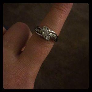 Kay jewelers Serling silver ring. Size 7.